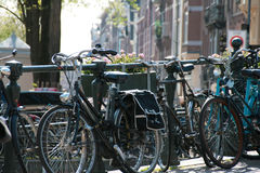 Bicyclettes à Amsterdam image stock