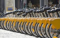 Bicyclettes à louer images libres de droits