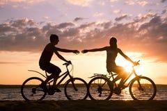 Bicyclettes d'équitation Photos libres de droits
