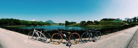 bicyclettes dans le panorama Image libre de droits