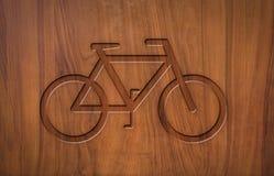Bicyclettes de signe sur le bois Photo stock