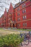 Bicyclettes et entreprise informatique de Harvard dans la cour de Harvard Images stock