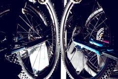 Bicyclettes extérieures avec outre des pneus de route Images libres de droits