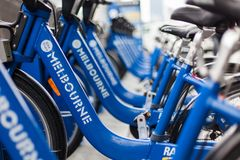Bicyclettes gratuites autour de Melboune image stock