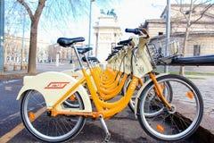 Bicyclettes pour louer Milan Photo libre de droits