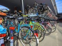 bicyclettes stationnées Photographie stock