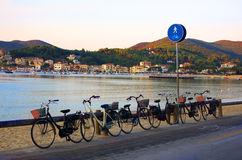 Bicyclettes sur la plage Photo stock