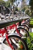 Bicyclettes sur le stationnement Photographie stock