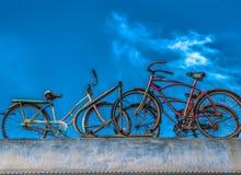Bicyclettes sur le wagon de chemin de fer historique Photo libre de droits