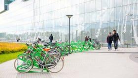 Bicyclettes verrouillées Photos stock