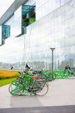 Bicyclettes verrouillées Photographie stock libre de droits