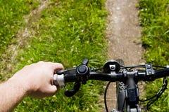 Bicycling em uma fuga Fotografia de Stock Royalty Free