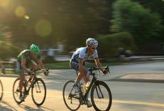 Bicycling op rijweg royalty-vrije stock foto