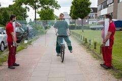 Bicyclist που χτυπά το πλακάκι του γυαλιού στοκ εικόνα με δικαίωμα ελεύθερης χρήσης
