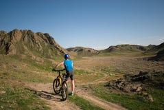 Bicyclist della montagna immagine stock libera da diritti