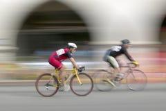 Bicyclists aficionados de los hombres Imagen de archivo libre de regalías