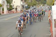 Bicyclists aficionados de los hombres Fotos de archivo libres de regalías