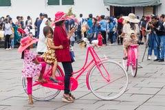 Bicykl i kapelusze do wynajęcia w starym mieście Dżakarta, Indonezja, Zdjęcia Stock