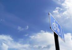 Bicykl i lata niebo Zdjęcia Royalty Free