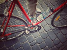 Bicykl i nogi Zdjęcia Royalty Free