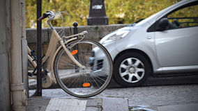 Bicykl i samochód Zdjęcia Stock