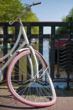 Bicykl na moscie w Amsterdam Obraz Royalty Free