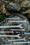 Bicykl naprawa Narzędzia, instrument dla naprawiać rower na drewnianym fiszorka tle z bliska zdjęcie stock