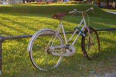 bicykl parkujący Zdjęcia Stock