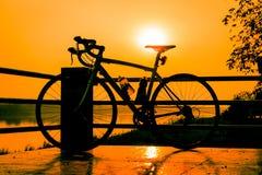 Bicykl przy zmierzchem Zdjęcia Stock