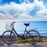 Bicykl w Formentera plaży z Ibiza zmierzchem Fotografia Royalty Free
