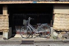 Bicykl wokoło Nagamachi terenu, znać jako samuraja okręg Kana Obrazy Royalty Free