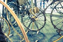 bicykl wyszczególniający odosobneni serii pojazdów koła biały zdjęcie royalty free