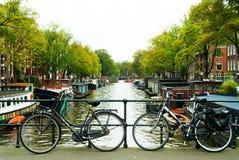 Bicykle na moscie w Amsterdam Zdjęcie Royalty Free