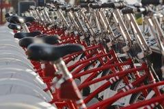 bicykle parkujący Zdjęcia Royalty Free
