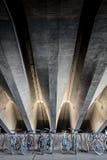 Bicykle pod betonowymi promieniami Zdjęcia Stock