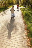 bicykli/lów chłopiec target1615_1_ Zdjęcia Stock