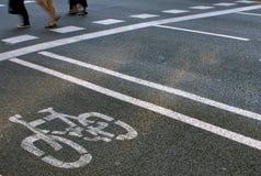 bicykli/lów pasów ruchów pedestrians Zdjęcia Royalty Free