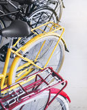 Bicyklu koła comberu Uurban kolorowy transportat fotografia royalty free