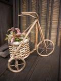bicyklu sucha ręk istota ludzka zrobił drewnu drewniany Fotografia Stock
