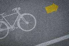 Bicyklu znak na rowerowym pasie ruchu Zdjęcia Royalty Free