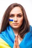 Bid van de Oekraïne De Oekraïense fan van het voetbalmeisje bidt voor spel de Oekraïne Stock Fotografie