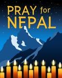Bid voor Nepal met MT Everest en kaarsen Stock Foto's