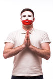 Bid voor Polen De Poolse voetbalfan bidt voor het nationale team van Polen Stock Fotografie