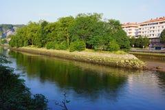 Bidasoa河的野鸡海岛在法国和西班牙之间 免版税库存图片