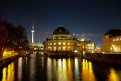 Bidat museum och Tv-torn Berlin Tyskland - 29 11 2016 Royaltyfri Fotografi