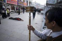 Biddende tibetan Stock Afbeelding