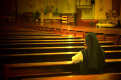 Biddende zuster Stock Foto