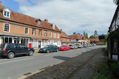Biddenden bystorgatan, röd lejonbar Arkivbilder