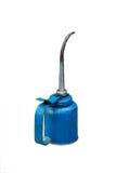 Bidon bleu de pétrole utilisé par bien image stock