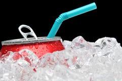 Bidon de bicarbonate de soude en glace avec la paille image libre de droits